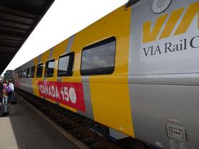 Mit der Eisenbahn nach Ottawa: Ein VIA Rail-Wagen mit Canada 150-Festtags-Anstrich.