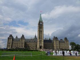 Urlaub in Ottawa: Blick auf das Parlamentsgebäude mit dem markanten Peace Tower.