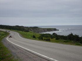 Unterwegs im Nordteil des Gros Morne National Park in Neufundland: An der Landzunge Green Point sind Millionen Jahre alte Gesteinsschichten wie Jahresringe ablesbar.