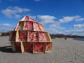 """Winterstations am Lake Ontario: Hier die Installation """"Nest""""."""
