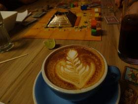 Brettspiel und Kaffee - Manchmal ist Entspannung  einfach.