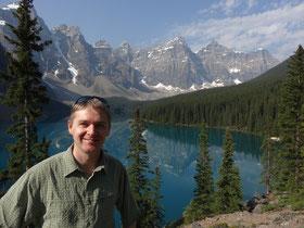 Der atemberaubend schöne Moraine Lake im Banff Nationalpark.
