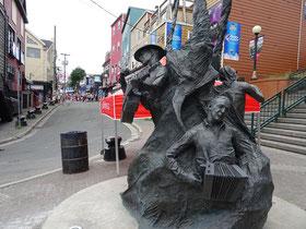Urlaub in Neufundland: Skulptur am Ende der George Street in St. John's.