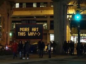 Nuit Blanche 2016 in Toronto: Ein Baustellenschild weist den Besuchern den Weg.