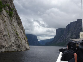 Gros Morne National Park in Neufundland: Bootsfahrt durch den Fjord am Western Brook Pond.