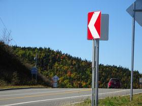 Urlaub in Quebec: Herbstliche Strassenszene von der Route 132 nördlich von Percé.
