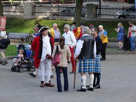 Canada Day in Halifax: Zum Pfannkuchen-Frühstück vor dem Rathaus darf man gerne auch im Kilt erscheinen. ;-)