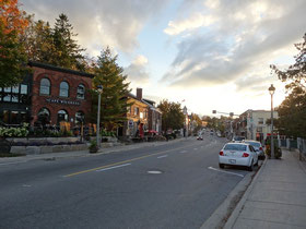 Blick auf die Hauptstrasse von Huntsville, Ontario.