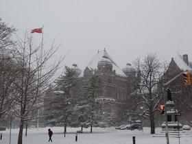Winteranfang in Ontario: Schnee auf dem Parlamentsgebäude.