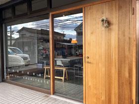 丸菱建築計画事務所の玄関戸