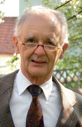"""Privatdozent Dr. Friedrich Heubel ist Facharzt und habilitiert für Medizinethik. Er koordiniert die Arbeitsgruppe """"Ökonomisierung"""" der Akademie für Ethik in der Medizin und ist Vorsitzender der Gesellschaft für Ethik und Medizin Marburg. Foto: Cam Truong"""