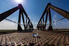 beachtenswert fotografie, Schwabstedt, Alte Eisenbahnbrücke, Fotokunst, Glaskugel