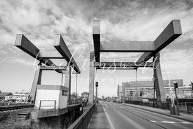 beachtenswert fotografie, Fotokunst, Nordfriesland,  Husum, Hafen, Husumer Hafen, Klappbrücke, sw