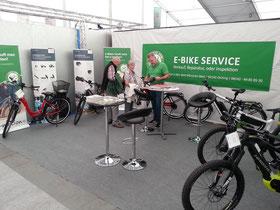 e-Bike Stand der e-motion e-Bike Welt München West auf der FFB-Schau in Olching
