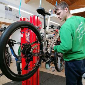 Inspektion; e-Bike Saison 2020; Sicherheit; Werkstatt; Zweirad-Mechaniker