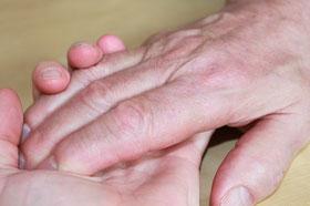 Bild: Hände zum Zeichen der Zärtlichkeit