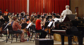 Das West-Eastern-Divan-Orchestra (Foto: Fernando Delgado Béjar, Lizenz:  CC-BY-SA-3.0-migrated)