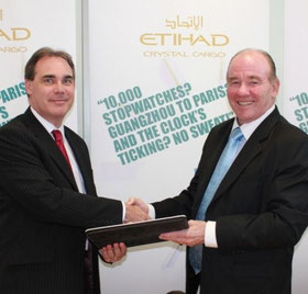 Etihad's VP Cargo Roy Kinnear (l) and WCA President David Yokeum signed the deal  /  courtesy EY