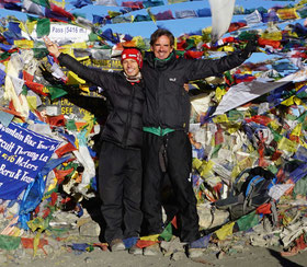 Surat und ich auf dem höchsten Punkt des Trekkings: Thorung La Pass 5416 müM... - und dem höchsten Punkt meiner Reise... - ein Höhepunkt schlechthin!! Einen Trekkingguide gesucht - eine Familie gefunden...!
