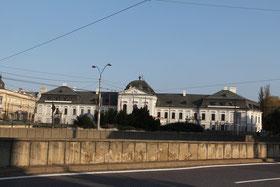 Nach der Renovierung in den 1990er Jahren wurde das Palais Grassalkowich 1996 Sitz des Präsidenten der Slowakei.