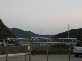 その日泊まった宿からも風車が見えてました。