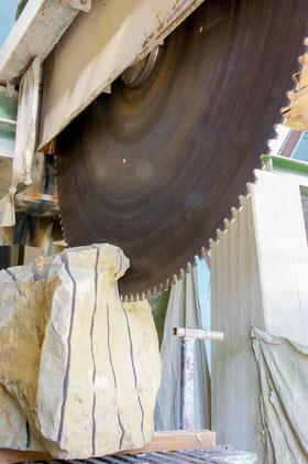 Steinsäge mit zwei Meter Durchmesser.