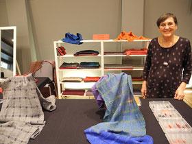 Handgewebte Schals in interessanten Farb-und Materialkombinationen von Neda Bevk aus Ljubljana