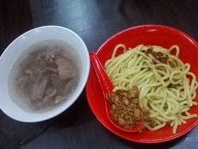 Great noodles at Bakso Akiaw 99 in Jakarta (Photo by Gabriele Ferrando)