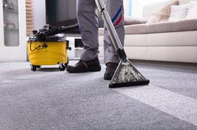 Teppichbodenreinigung mit einem Reinigungsgerät