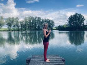 Yogalehrerin und Achtsamkeitstrainerin Natascha Königsbauer mein 1:1 Online Programm Selbstmitgefühl kraftvoll und sicher