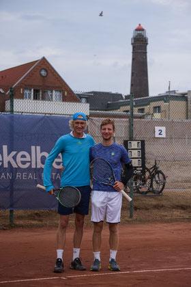 Niels Lootsma (TC Ewige Liebe BW Neuss) vor dem Finale um 1.200,00 Euro Preisgeld mit Jannis Kahlke vom TC BW Lechenich