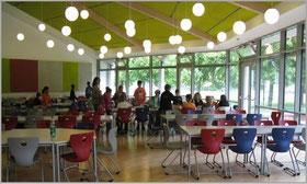 Foto der akustisch nachgebesserten Mesa in der Johannes-Vatter-Schule, Friedberg