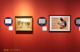 (左)エドガー・ドガ《競馬場にて》1866-68年 オルセー美術館、パリ (右)テオフィール・アレクサンドル・スタンラン ポスター「スタンランの素描と油彩画展」1894年 サントリーポスターコレクション(大阪新美術館建設準備室寄託)それぞれの左側に葛飾北斎 『北斎漫画』六編 1817(文化14)年 浦上蒼穹堂と、『三体画譜』 1816(文化13)年 浦上蒼穹堂