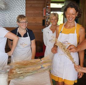 Helga Graef beim Brotbackkurs in Unterach | www.brot-und-leben.at