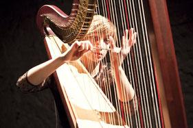 Estelle Costanzo, harpa (fotografia Eva Flury)
