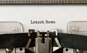 Schreibmaschine tippt LATEST NEWS