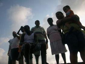 La mafia del puerto: el hombre  del medio y los que están a su derecha
