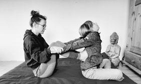 Stefanie Anna Kremser Urkraftwunder Yoga Coaching Sound Healing Visionärin Yogalehrerin Coach Körper Geist Seele Meditation Kurse Workshops Onlinekurs Retreats Circles ThaiYoga Kinder