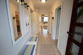 Eingangsbereich, Flur mit Zugängen zu allen Räumen