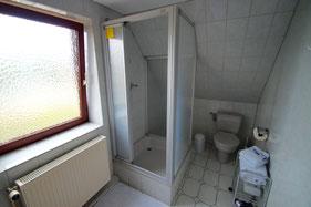 großes Duschbad mit Fenster, Handtücher und Duschtücher im Preis inkl.