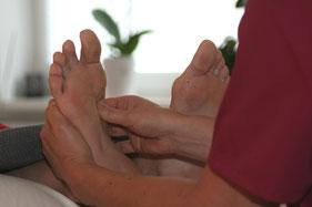 Akupunkt-Massage der Füße