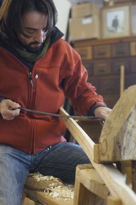 Der erste Bogenbau in Roland Bauers Werkstatt in Weyarn (Oberbayern).