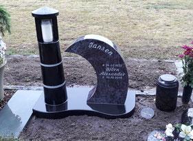 Urnengrabanlage Leuchtturm mit Welle
