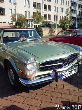 Platz 1     Heike und Peter Schmidt mit Ihrem Mercedes Pagode SL 280 Bj. 1968