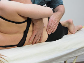Bild: Physio Campus Sursee. Manuelle Therapie bei Rückenbeschwerden