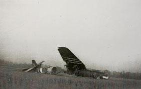 Un avion dans la plaine - Cliché Régnier