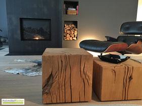 Eiche Holzblock vor Kamin und Stressless-Sessel.