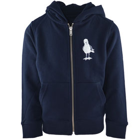honourebel Slow Fashion. Hochwertiges, weiches  Kinder T-Shirt in hellblau meliert mit weißem Seepferd Druck aus Prozent Biobaumwolle bei Sonnenuntergang am Segelhafenhafen in Kiel.