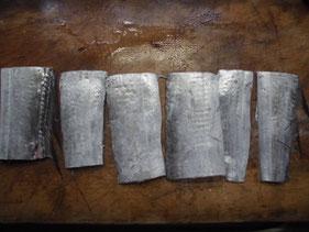 タチオウの切り身に塩をする
