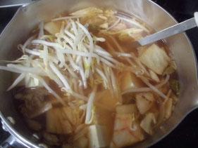 キムチを入れた鍋